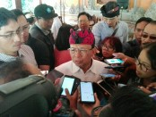Gubernur Bali Wayan Koster usai menggelar keterangan pers terkait Gugatan terhadap Pergub Nomor 97 Nomor 2018 yang kemudian ditolak Mahkamah Agung - foto: Koranjuri.com