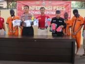 Keempat tersangka kasus narkoba yang diamankan Polres Kebumen dalam Operasi Antik 2019, dengan sejumlah barang bukti - foto: Sujono/Koranjuri.com