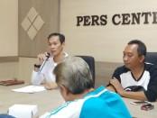 Kepala Dinas Pariwisata dan Kebudayaan Kabupaten Purworejo, Agung Wibowo, didampingi Plh Kabag Humas Bambang Gatot Seno Aji - foto: Sujono/Koranjuri.com