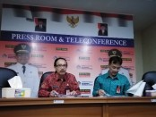 Kepala Dinas Komunikasi, Informasi dan Statistik (Kadiskominfos) Bali, I Nyoman Sujaya (kiri) dan Kepala Biro Humas Provinsi Bali Anak Agung Ngurah Oka Suta Diana (kanan) - foto: Koranjuri.com