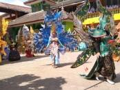 Penampilan para peserta dalam Fashion Show Carnival Spektakuler SMK Batik Purworejo, Selasa (20/8/2019) - foto: Sujono/Koranjuri.com