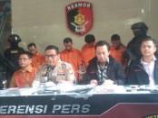 Subdit 3 Resmob Ditreskrum Polda Metro Jaya menangkap 6 pelaku kasus tindak pidana penipuan dengan cara mengakses website resmi Mahkamah Konstitusi - foto: Bob/Koranjuri.com