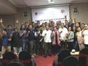 Peserta, Penguji, tim LSPR-Bali dan ASEAN Public Relations Network (APRN) bersama Lembaga Penguji Kompetensi Wartawan (LPKW) LSPR, melakukan sesi foto bersama di akhir kegiatan - foto: Istimewa