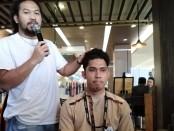 Celebrity Barber Indonesia Hanoch Sitompul - foto: Koranjuri.com