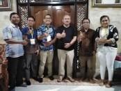 Sekretaris Daerah Kabupaten Bangli, Ida Bagus Giri Putra (tiga dari kanan) bersama tim panitia 5K Batur Fun Run dari PT Formatama Mega Kreasi - foto: Koranjuri.com
