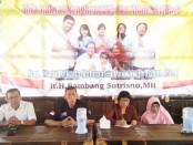 Arie Edy Prasetyo, Ketua BSC (Bambang Sutrisno Center), didampingi Supriyadi, saat memberikan keterangan kepada wartawan, Selasa (1/10) di RM Satu-satu - foto: Sujono/Koranjuri.com