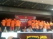 Ekspose pelaku tindakan anarkis yang menunggangi aksi mahasiswa saat demonstrasi menolak UU KPK DAN RKHUP di Jakarta, diamankan Polda Metro Jaya, Jumat, 18 Oktober 2019 - foto: Bob/Koranjuri.com