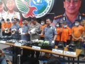 Polda Metro Jaya menangkap 15 tersangka pengedar sabu jaringan Batam - Lampung - Jakarta - foto: Bob/Koranjuri.com