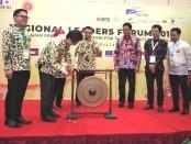 Pemukulan gong oleh Chief Representative JICA Indonesia Shinichi Yamanaka menandai pembukaan Regional Leaders Forum 2019,  Asean-Japan Friendship Association for The 21st Century (AJAFA-21) di Bali - foto: Koranjuri.com
