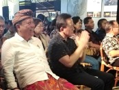 Kepala Badan Ekonomi Kreatif Triawan Munaf (kanan) bersama Walikota Denpasar Ida Bagus Rai Dharmawijaya Mantra (kiri) - foto: Koranjuri.com