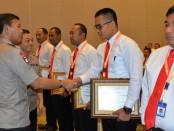 Penerimaan penghargaan dari Kabareskrim, Irjen Pol Idham Azis kepada Inafis Polres Kebumen, Selasa (8/10) lalu di Jakarta - foto: Sujono/Koranjuri.com