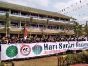 Ribuan santri Ponpes An Nawawi Berjan Purworejo, berkumpul bersama usai mengikuti kegiatan upacara dalam memperingati Hari Santri Nasional, Selasa (22/10/2019) - foto: Sujono/Koranjuri.com