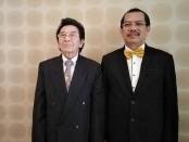 Pembina Yayasan Widya Dharma Shanti, Prof. Dr. I Made Bandem, MA (kiri) bersama Rektor ITB-STIKOM Bali Dr. Dadang Hermawan (kanan) - foto: Koranjuri.com