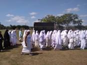 Pelaksanaan manasik haji oleh siswa dan guru SMK Kesehatan Purworejo, Kamis (7/11), di alun-alun Purworejo - foto: Sujono/Koranjuri.com