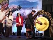 Menteri Pariwisata dan ekonomi Kreatif Wishnutama Kusubandio bersama Wamenparekraf Angela Tanoesudibjo membuka acara Indonesia Tourism Outlook (ITO) 2020 di Bali Nusa Dua Convention Center (BNDCC), Nusa Dua, Bali, Jumat, 22 November 2019 - foto: Koranjuri.com