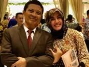 Agus GB bersama istri - foto: Sujono/Koranjuri.com