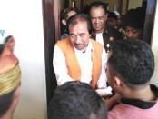 Harijanto Karjadi (65) keluar dari ruang sidang PN Denpasar - foto: Koranjuri.com