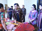 Ketua Dekranasda Provinsi Bali Putri Suastini Koster di acara 'Pesona Tenun Dewata 2019' di Bali Nusa Dua Convention Center (BNDCC), Nusa Dua, Badung pada Minggu (17/11/2019) - foto: Istimewa