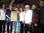 Sertifikat Asian Captive Elephant Standards (ACES) yang diterima Mason Adventure Bali yang membawahi Mason Elephant Park di Desa Taro, Gianyar - foto: Koranjuri.com