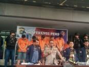 Subdit Jatanras Ditreskrimum Polda Metro Jaya akhirnya menangkap 6 orang pelaku pencurian barang di kawasan Bandara Soekarno Hatta, Tangerang - foto: Bob/Koranjuri.com