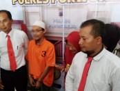 AAS (52), warga Tamansari, Butuh, Purworejo, dan HN (62), pensiunan PNS, selaku PPK dari Kemenpora, ditetapkan sebagai tersangka dalam kasus dugaan tindak pidana korupsi penyimpangan bansos sarana kepemudaan dari Kemenpora, yang diterima pengelola Gedung Sentra Pemuda, Butuh, tahun 2013 - foto: Sujono/Koranjuri.com