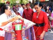 Ketua Dekranasda Provinsi Bali Putri Suastini Koster menghadiri Temu Bisnis Produk Industri Tahun 2019 yang digelar Dinas Perindustrian dan Perdagangan Provinsi Bali di Gedung Kertha Sabha, Denpasar, Kamis (5/12/2019) - foto: Istimewa