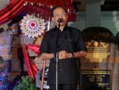 Gubernur Bali Wayan Koster bersama keluarga merayakan malam pergantian tahun di kampung halaman di Desa Sembiran, Kecamatan Tejakula, Kabupaten Buleleng - foto:Istimewa