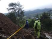 Areal hutan lindung di Gunung Lawu yang disegel dengan garis polisi - foto: Istimewa