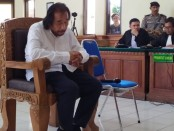 Bos Hotel Kuta Paradiso Harijanto Karjadi tertunduk mendengar tuntutan JPU dalam persidangan yang digelar di PN Denpasar, Senin, 13 Januari 2020 - foto: Istimewa