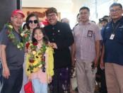 Wagub bersama perwakilan dari Badan Promosi Pariwisata Daerah (BPPD) Bali, maupun Jajaran PT Angkasa Pura mengikuti seremonial penyambutan penerbangan perdana Hanoi-Bali di Terminal Kedatangan Internasional, Minggu, 26 Januari 2020 - foto: Istimewa