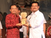 Gubernur Bali Wayan Koster bersama Menteri Pertanian Syahrul Yasin Limpo - foto: Istimewa