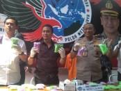 Subdit 3 Ditnarkoba Polda Metro Jaya kembali meringkus pengedar narkotika dan obat-obatan terlarang (narkoba) di Apartemen Green Bay Pulit, Jakarta Utara - foto: Bob/Koranjuri.com