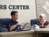 Kepala Dinparbud Kabupaten Purworejo, Agung Wibowo didampingi Kabag Humas dan Protokol, Rita Purnama. - foto: Sujono/Koranjuri.com
