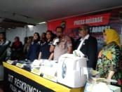 Kabid Humas Polda Metro Jaya Kombes Pol Yusri Yunus bersama Komnas Perlindungan Anak menggelar keterangan pers terkait klinik Aborsi di Jakarta Pusat - foto: Bob/Koranjuri.com