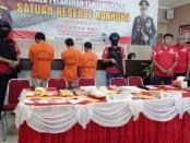 3 pelaku pengedar narkoba yang diamankan di KM Unsini yang bersandar di Tanjung Priok terancam hukuman mati - foto: Bob/Koranjuri.com