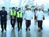 Wakil Gubernur Bali Tjok Oka Artha Ardhana Sukawati (Cok Ace) meninjau penumpang yang akan bertolak ke China di Terminal Keberangkatan Internasional, Bandara I Gusti Ngurah Rai, Tuban, Badung pada Sabtu (8/2/2020) siang - foto: Istimewa
