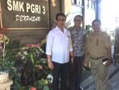 Sidak Sekolah: Kadispora Provinsi Bali I Ketut Ngurah Boy Jayawibawa bersama Wakasek Humas SMK PGRI 3 Denpasar I Nengah Karji - foto: Istimewa