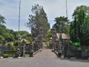 Obyek wisata Pura Taman Ayun ditutup dari kunjungan wisatawan. Penutupan itu menyusul semakin meluasnya persebaran sars-cov-2 yang memicu penyakit sindrom pernapasan akut berat - foto: Koranjuri.com