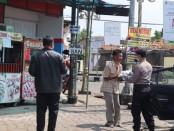 Peduli Corona, Polres Purworejo bagi-bagi sembako bagi warga kurang mampu, terdampak Covid-19, Jum'at (3/4) - foto: Sujono/Koranjuri.com
