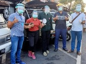 IDI Cabang Gianyar memberikan masker gratis kepada masyarakat di Pasar Umum Gianyar, Sabtu (4/4/2020) pagi - foto: Catur/Koranjuri.com