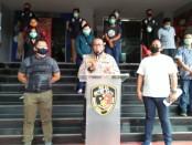 Patroli PSBB yang dilakukan secara gabungan oleh TNI/Polri menjaring 18 orang yang berkeliaran di tempat-tempat umum tanpa menjaga jarak fisik dan sosial - foto: Bob/Koranjuri.com