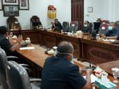 Rapat terbatas DPRD Gianyar, Rabu (8/4/2020) - foto: Catur/Koranjuri.com