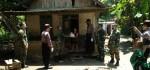 TNI/Polri Bagikan Sembako Untuk Warga Tak Mampu
