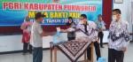 Bakti Guru untuk Masyarakat: Tukang Becak pun Sumringah dapat Sembako
