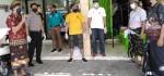 Satgas Gotong Royong Kerobokan Bantu Sembako untuk Warga Terdampak Covid