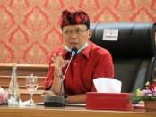 Gubernur Bali Wayan Koster memimpin pertemuan bersama Bupati/Walikota dalam percepatan penanganan Covid-19 di Bali, Senin, 13 April 2020 - foto:Istimewa