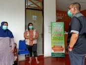 Bupati Purworejo Agus Bastian, saat mengunjungi para nakes yang transit di Hotel Ganesha, Selasa (28/4/2020) - foto: Sujono/Koranjuri.com