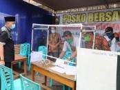 Bupati Purworejo Agus Bastian saat melakukan monitoring di sejumlah posko siaga Covid-19 di wilayah Kecamatan Loano dan Bruno, pada Selasa (28/4) lalu - foto: Sujono/Koranjuri.com