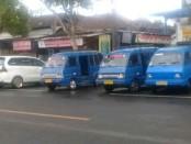 Angkutan umum yang terparkir di area parkir Pasar Umum Gianyar, Kamis (30/4/2020) pagi - foto: Catur/Koranjuri.com