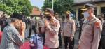 Polri Bagikan Bantuan untuk Marbot dan Guru Ngaji di Kecnataan Tambun, Bekasi
